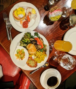 Colorful plates are the healthiest plates. Round One combines seafood and vegetables for a great start, with a bellini and coffee to accompany.
